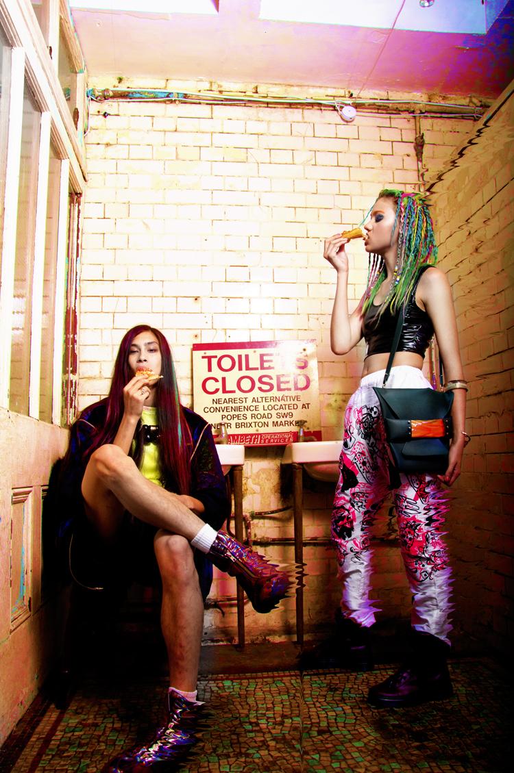 ANNA&HANNAH_TOILET SHOOT06 Kopie